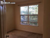 Share housing in a beautiful & clean 3-bed room,