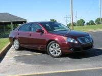9,560 MILES - BEAUTIFUL 2008 TOYOTA AVALON XLS AS NEW