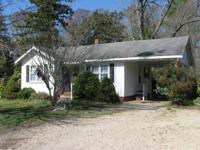 Lovey 2 bedroom, 1 bath home in the heart of Moyock in