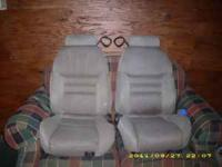 98 gt mustang seats ,cloth no rips in good shape