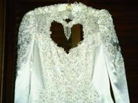 Venetian style wedding gown. Choker with pearls hanging