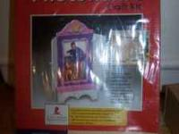 NEW IN BOX 4X6 PHOTO FRAME CRAFT KIT, INCLUDES PRE-CUT