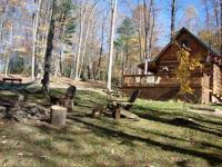 Bearadise Log Cabin is a secluded log cabin located