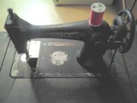1917 Singer manufacture sewing machine. Still works and