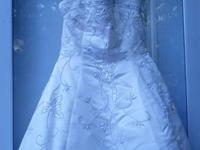 Absolutely beautiful Ginza Collection wedding gown for