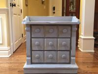 Accent piece / night stand / end Table   Dimensions: