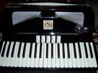 Accordion is a complete size The aristocracy white and
