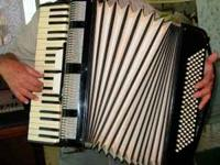 Price Reduced! Full size piano accordion 120 button,