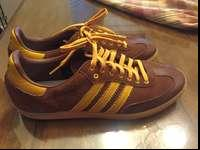 This is a pair of Adidas shoes. Men's size 11.