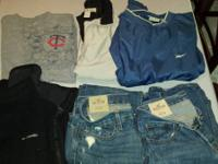 2 pair of Hollister Jeans (32/32) 1 Nike Twins t-shirt