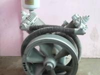 I'm offering for sale here an old air compressor from