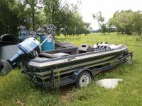 Description Really nice Boat EVINRUDE 150 HP,NEW TIRES