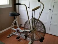 Schwinn air dyne bike, includes reading stand and extra