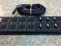 Akai professional LPD8 laptop pad controller in good