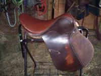 "17"" all purpose style English saddle. Good condition."