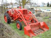 good runing old tractor!! 3 point hitch, hy bucket,