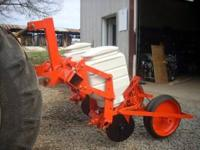 ALLIS CHALMERS MODEL 74 PLANTER ,VERY GOOD CONDITION