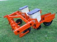 Allis Chalmers 2 row, No-Till, three point hitch