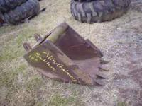 ALLIS CHALMERS 714C BACKHOE LOADER BUCKET.$200. M & M