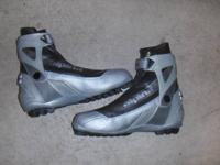 Alpina posifit cross country skate boots Euro 42 = Mens