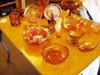 LARGE SELECTION OF AMBER GLASSWARE AND MARIGOLD