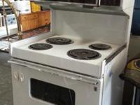 """Americana Range Double Oven. $99. 66""""H x 30""""W x 25""""D."""