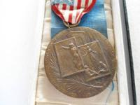 RARE MEDAL IN ORIGINAL BOX!!!!! FOR SURVIVERS OF THE