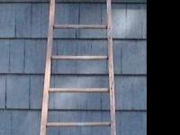 13 Rungs Barn Ladder : Narrow at top and graduates to