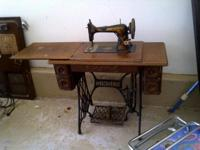 1907 ANTIQUE SINGER SEWING MACHINE with all ATTACHMENTS