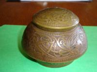Beautiful antique inkwell, of fine bronze cast in a