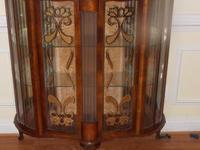Antique china/curio oak cabinet circa 1900's. measures