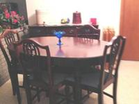 Lovely oval table with integrateded extension, 4 chairs