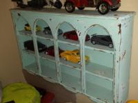 Antique distressed shelf in great condition. H 21 in L