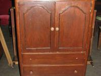 VINTAGE/ANTIQUE GENTLEMAN'S CHEST 2-DOORS 2-OUTER