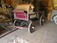 Beautiful antique horse-drawn wagon. Excellent