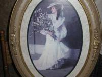 THIS IS A BEAUTIFUL ANTIQUE LOOKING PICTURE OF A LADY