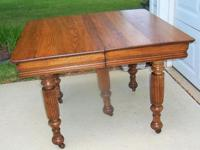 ANTIQUE OAK FARM HOUSE TABLE WITH HEAVY FLUTED LEGS.