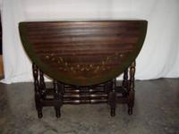 Early 1900's oak gate leg table. Opens to a beautiful