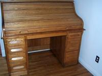 This beautiful oak antique rolltop desk has been