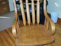 Antique oak swivel desk chair in very good condition.
