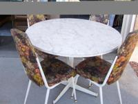 ANTIQUE 1965 ROUND TABLE W/ 4 CHAIRS $145. Original