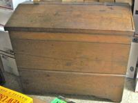 ANTIQUE OAK FEED BIN LOVELY RUSTIC DECOR IN VERY NICE
