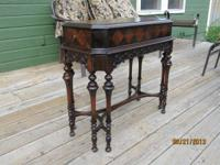 BEAUTIFUL ANTIQUE SIDE TABLE / END TABLE WITH 8 LEGS.