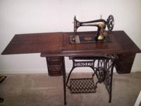 1900's Antique Singer Sewing Machine with original