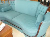 BEAUTIFUL ANTIQUE VICTORIAN SOFA. EXCELLENT CONDITION.