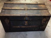 Antique steamer trunk in good vintage condition with