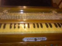 Very rare high-end suitcase Harmonium from the 1920s
