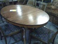 TABLE & 4 CHAIRS EXCELLENT CONDITION BEAUTIFUL PIECE OF