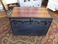 BEAUTIFUL TRUNK NAVY BLUE, EXOTIC MAHOGANY WOOD ON TOP,