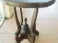 This c. 1860-1880 Victorian oval parlor table has been